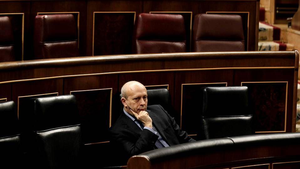PP y PSOE caen a mínimos históricos según la encuesta del CIS.La ley Wert, aprobada en solitario por el PP