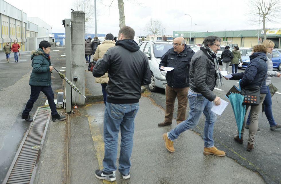 Las manifestaciones del 1 de mayo.Álvarez Merayo y Aboi se desplazaron a la puerta de la fábrica para repartir hojas informativas.