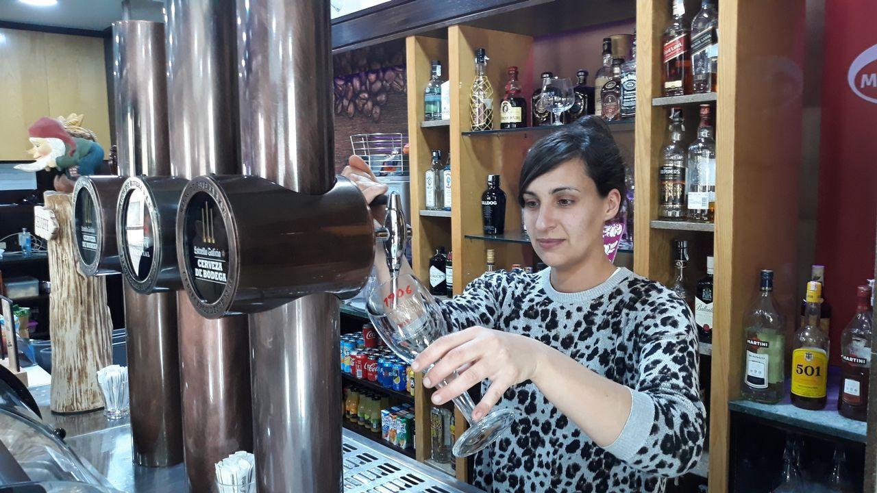 Susana Pérez Castro, de la cafetería Mirabeles, sufre un descenso de clientela en Pontevdra