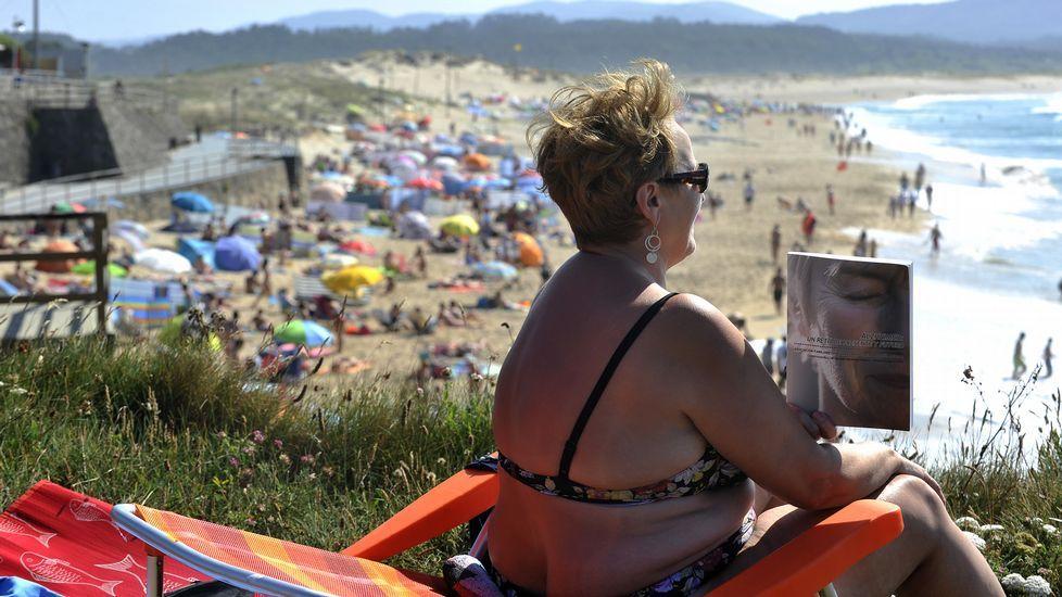 Ola de calor en Galicia.Las nubes de estancamiento impiden que en zonas como Foz pase la radiación solar. A Ourense, este aire llega ya recalentado