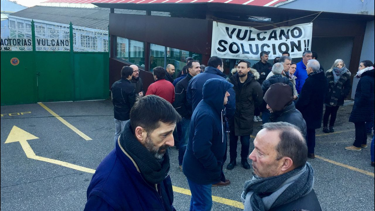 Los trabajadores de Vulcano impiden la entrada de los jefes al astillero.Vanessa Falque, cuñada de Carmela Silva