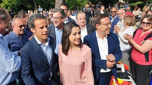 Ciudadanos oviedo.Inés Arrimadas con Ignacio Cuesta, Juan Vázquez, Ignacio Prendes y Nicanor García, en Oviedo