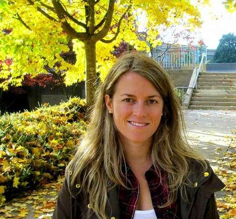 La familia de Irene pide justicia.<span lang= es-es >Cuatro años en Vancouver</span>. Esta enfermera acudió como invitada al Parlamento de Victoria, donde reivindicó cambios legislativos tras cuatro años luchando por la homologación.
