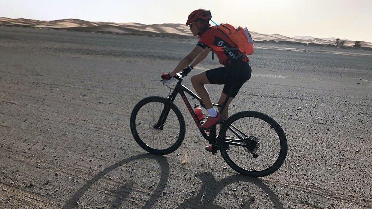 Pablo Antuña cruza el desierto de Marruecos, sobre su bicileta