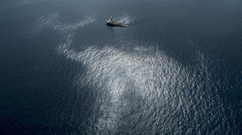 .Fotografía facilitada por Greenpeace del vertido de fuel del pesquero ruso Oleg Naydenov, localizado a 2.700 metros de profundidad y a 15 millas (24 kilómetros) del sur de Gran Canaria