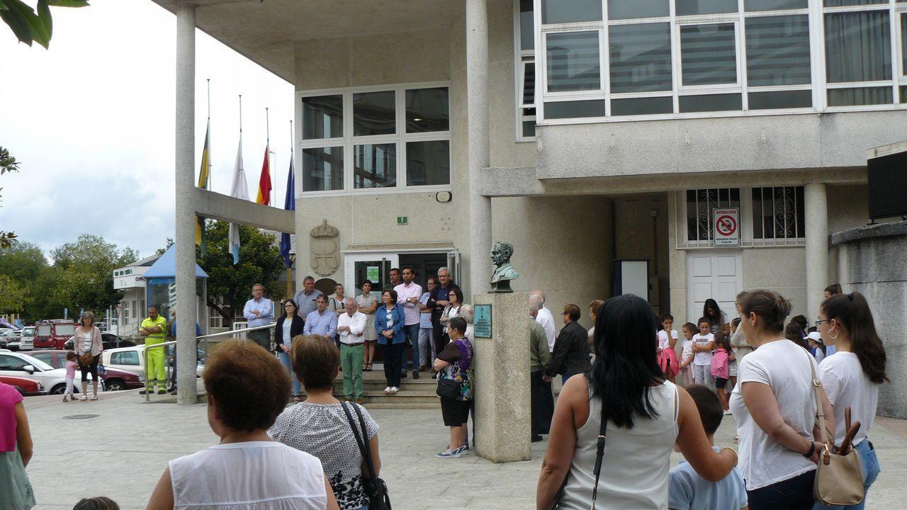 El entroido aterriza en Compostela lleno de colorido y alegría.Alcaldes de Oroso, Manuel Mirás (PSOE), y de Ordes, José Luis Martíñez (PP)