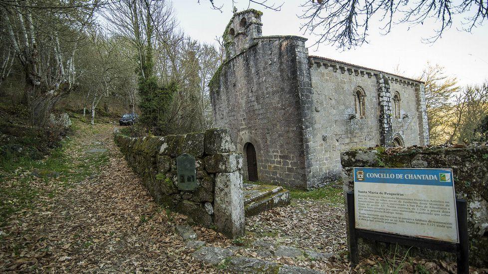 La iglesia de Pesqueiras es de estilo románico y albergó en tiempos un convento de monjas
