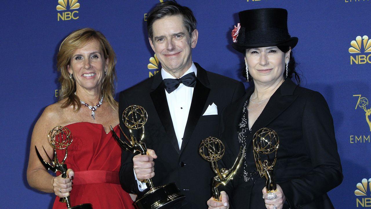 Emmy 2018:  Los guionistas Sheila Lawrence, Daniel Palladino y Amy Sherman-Palladino. Emmy a Mejor Serie de Comedia
