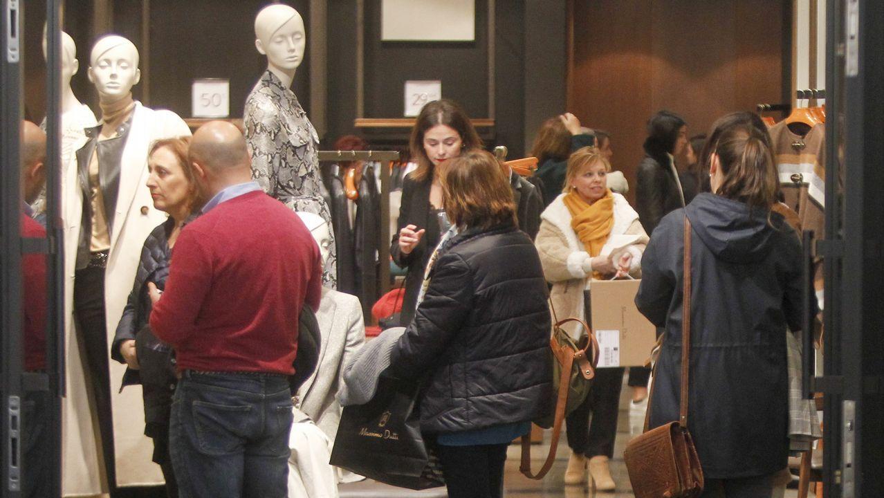 La moda ovetense, con estilo propio.Escaparate de la tienda de Marcos Luengo en Oviedo