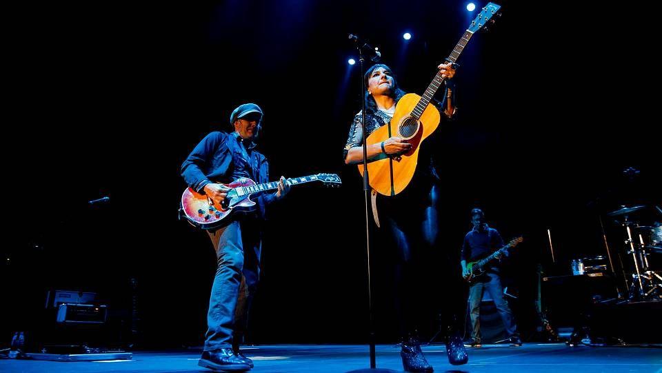 Amaral durante un concierto en el Coliseum