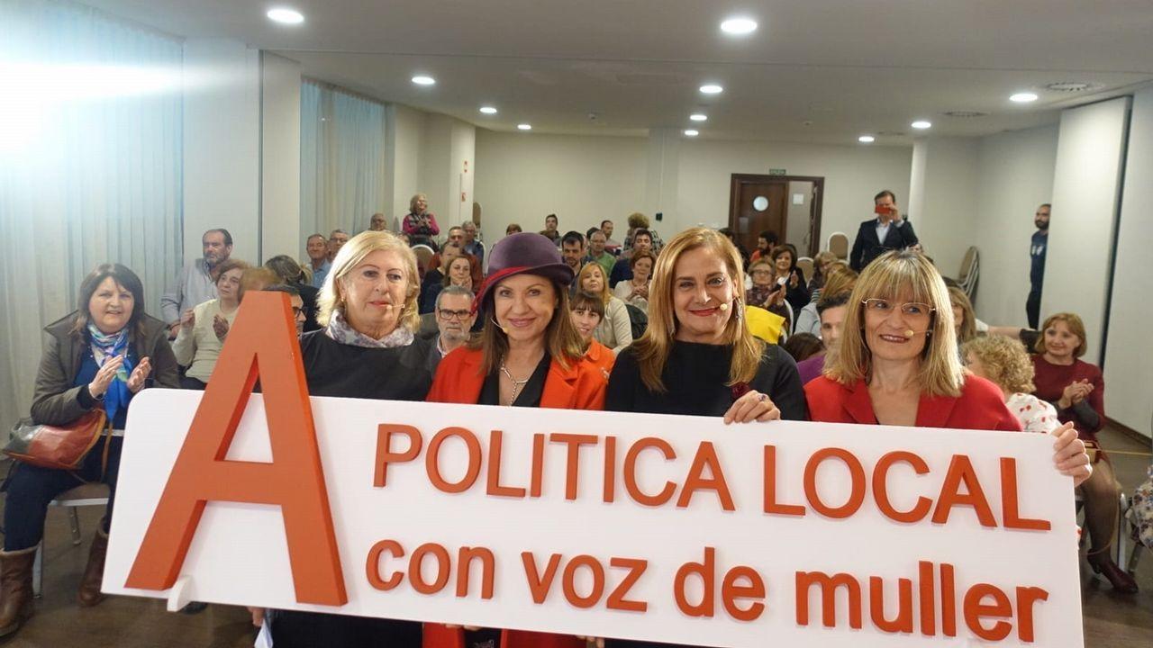 El PSOE hace campaña en el mercado de Vilagarcía.Caperucita roja y el lobo