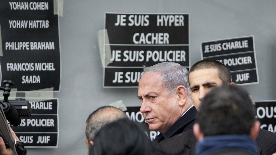 Histórica manifestación contra el terrorismo en París.El primer ministro turco, Ahmet Davutoglu