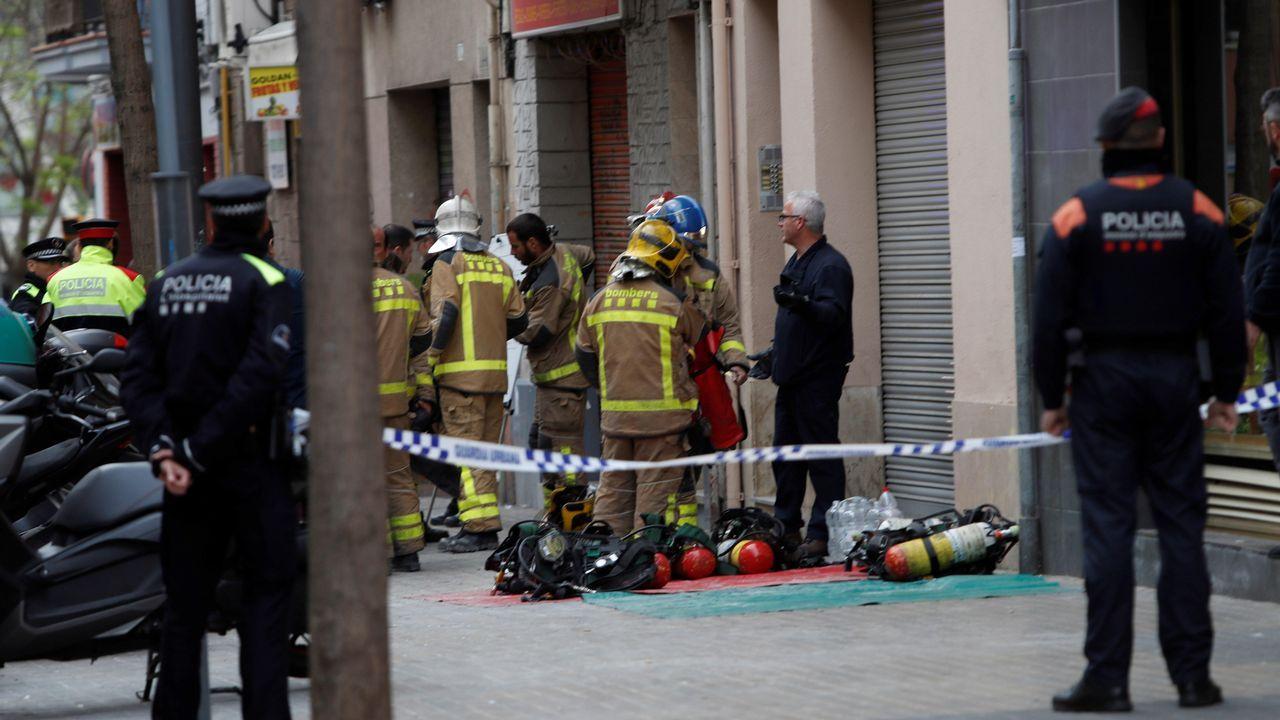 Independentistas increpan a Arrimadas en un acto en Vic.La hermana que se salvó fue rescatada por los bomberos cuando se descolgó por una ventana en un cuarto piso