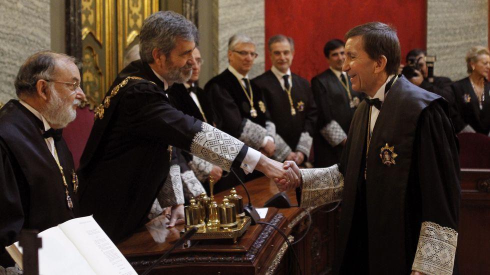 La sede de Duro Felguera.Manuel Moix, saluda al presidente de este Tribunal Supremo, Carlos Lesmes (i) durante el acto en el que ha tomado posesión como nuevo fiscal jefe de la Fiscalía Anticorrupción
