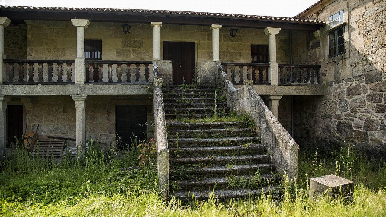 Escalinata de la entrada del pazo de Vilelos