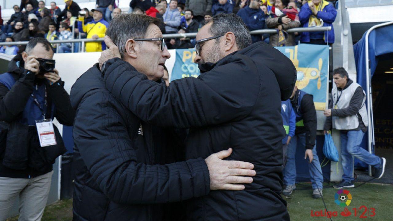 Anquela Cervera Cadiz Real Oviedo Ramon de Carranza.Anquela y Cervera se saludan antes del inicio del encuentro
