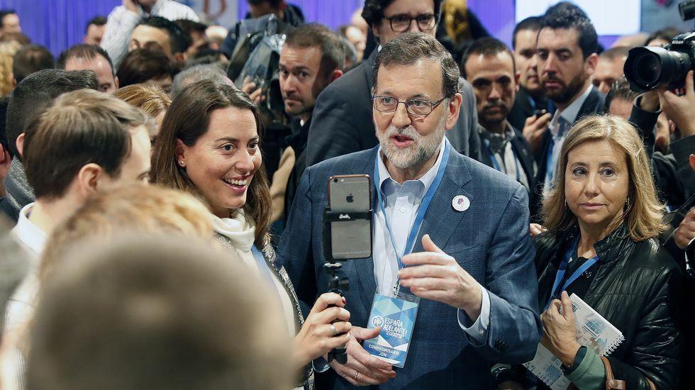 Rajoy al ser preguntado por Cospedal: «Menuda lluvia».Estefanía Torres