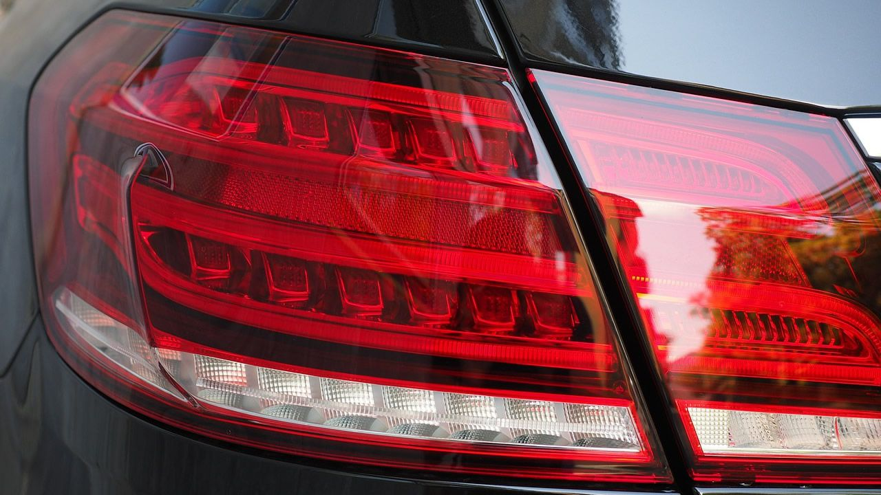 Piloto trasero de un coche. La industria del automóvil lleva años utilizando tecnología LED por su alta luminosidad y bajo consumo