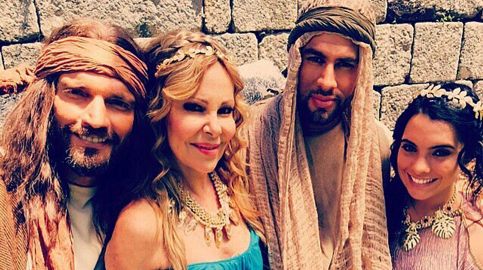 Apuñalamientos en el desfile del Orgullo Gay de Jerusalen.Las casas de Pazos de Arenteiro inician su actividad como establecimientos de turismo rural.