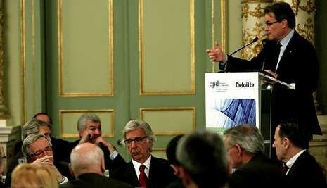 Último adiós a Adolfo Suárez.Mas respondió a empresarios y directivos que la apelación al diálogo «no es suficiente».