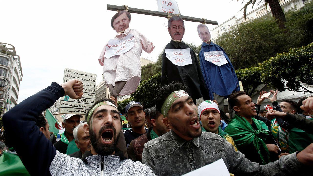 Manifestantes exigen el fin de la vieja guardia del régimen