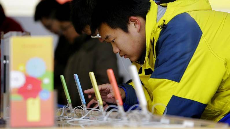 .Modelos de iPhone 5 en una tienda china