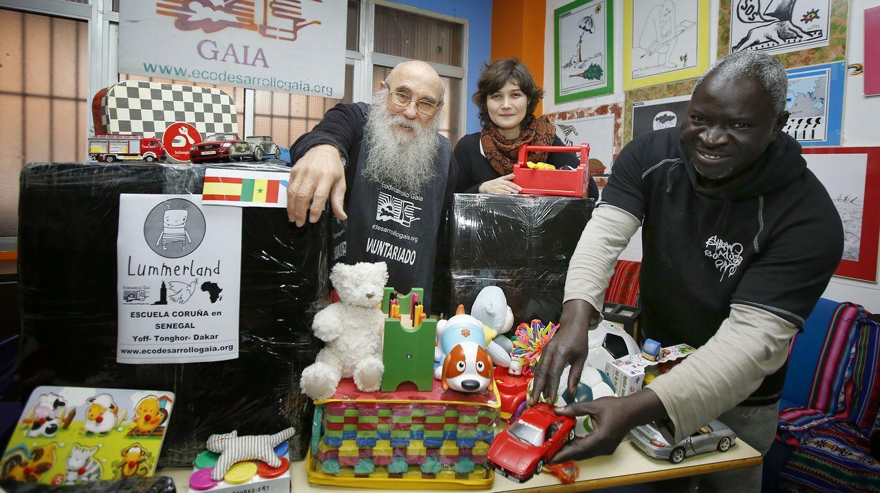 Todas las imágenes del Concurso de Baristas de Foz.Álvaro Pardo delante de uno de los autobuses que cubre la zona de Chinandega