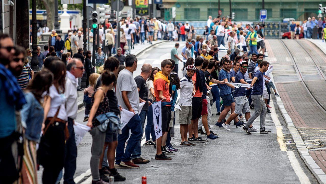 Una gran cadena humana une las capitales vascas por el derecho a decidir.Arnaldo Otegi, en una imagen de archivo
