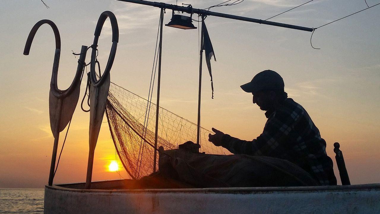 Atardecer en Cabo de Gata con Pescadores Artesanales Pescartes (Asociación de Pescadores Artesanales del PN Cabo de Gata-Níjar). Almería es un lugar privilegiado del litoral mediterráneo español que mantiene una belleza única
