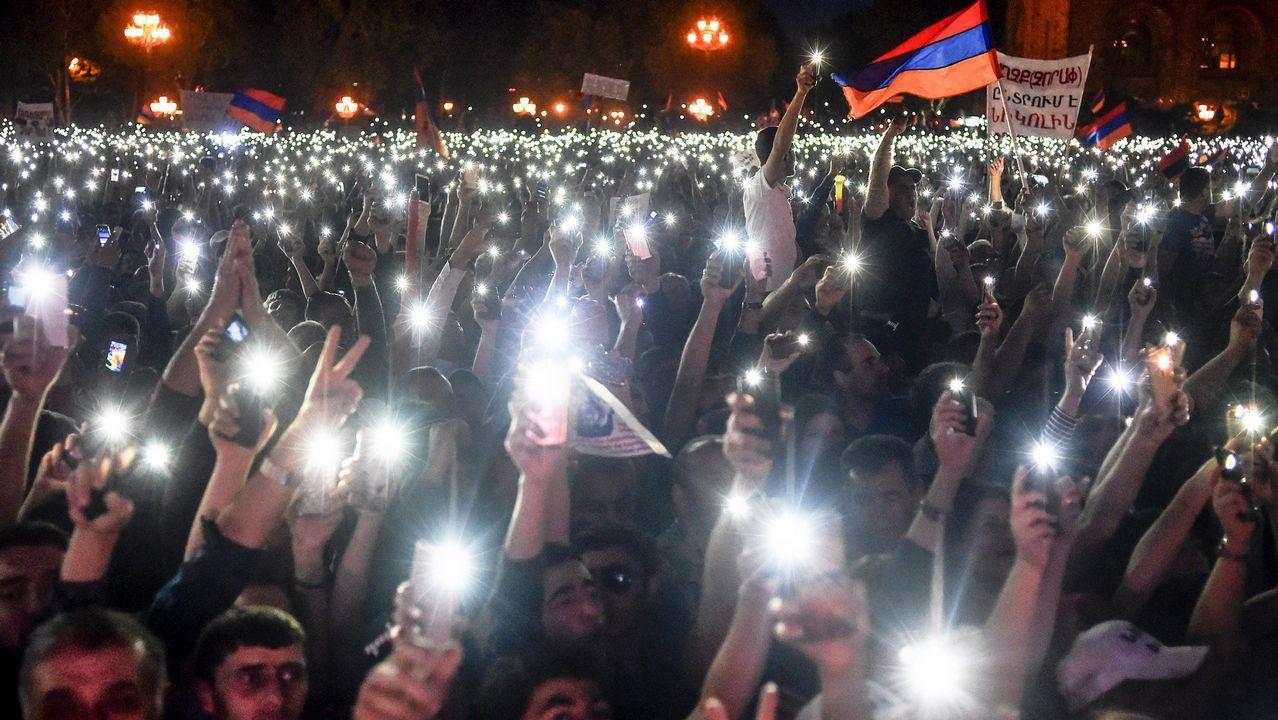 Rescatan a los primeros niños en Tailandia.Miles de personas apoyaron ayer a Pashinián en un gran mitin en el centro de Ereván