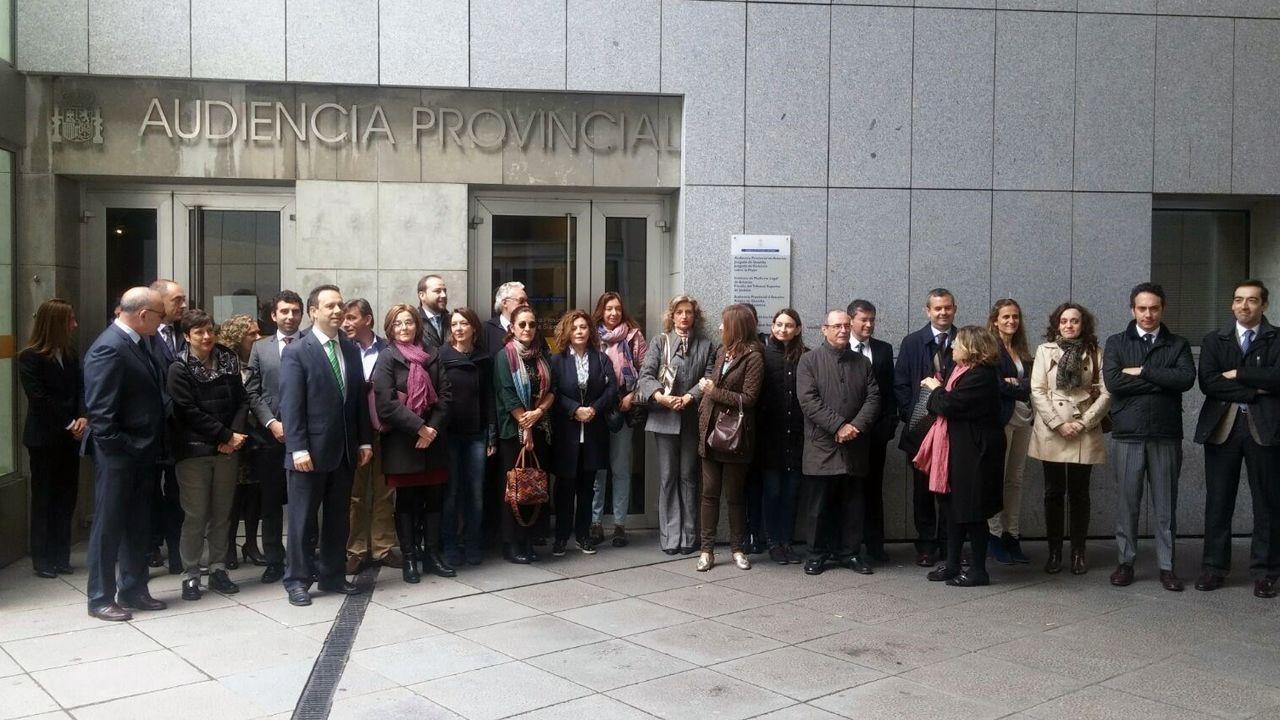 .Jueces y fiscales, concentrados ante las puertas del Palacio de Justicia de Oviedo