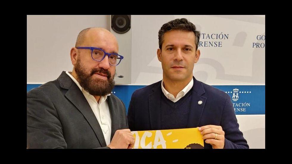 El director general de Comercio y Turismo del Principado, Julio González Zapico, acompañado por el alcalde de Aller, David Moreno