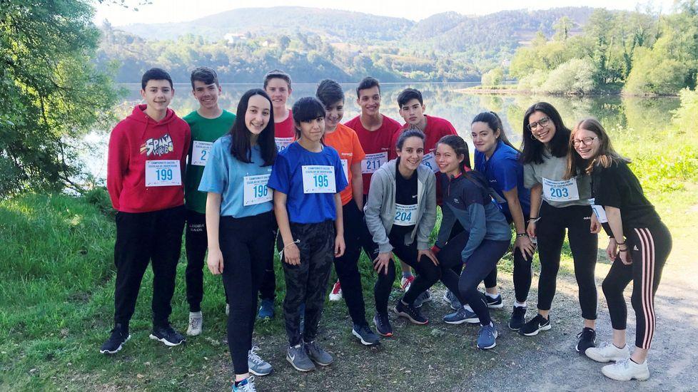 Integrantes de los equipos femenino y masculino de categoría cadete que participaron en el campeonato gallego de orientación a pie