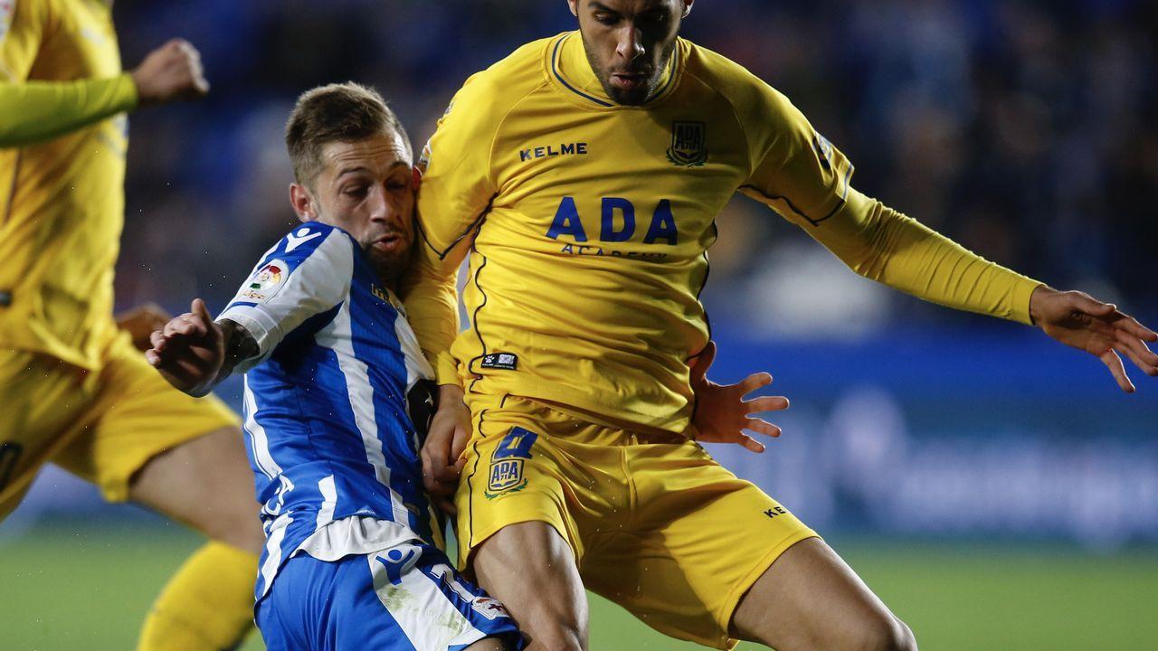 Viti Real Oviedo Malaga Carlos Tartiere.Viti, durante el Real Oviedo - Málaga