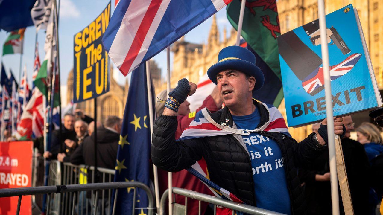 Las imágenes del partido entre Hungría e Irlanda.Un manifestante proeuropeo se manifiesta ante el Parlamento británico