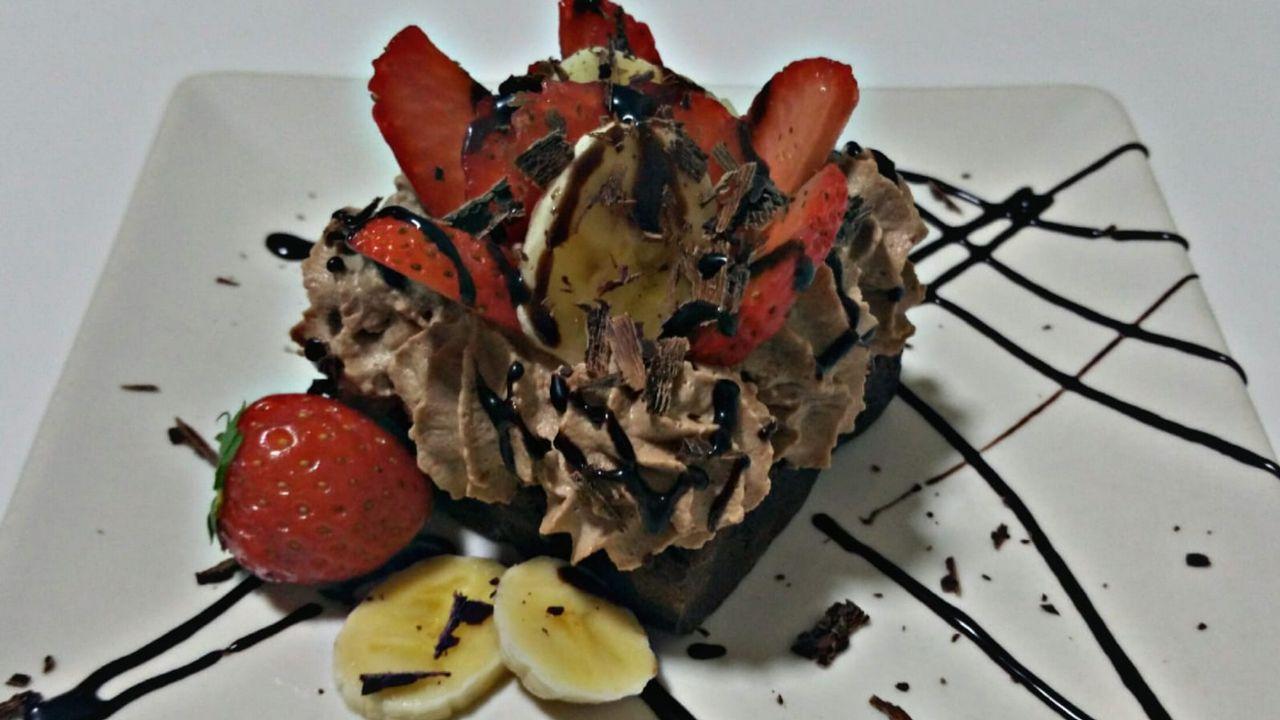 Capitol: Brownie de mousse de chocolate y frutas