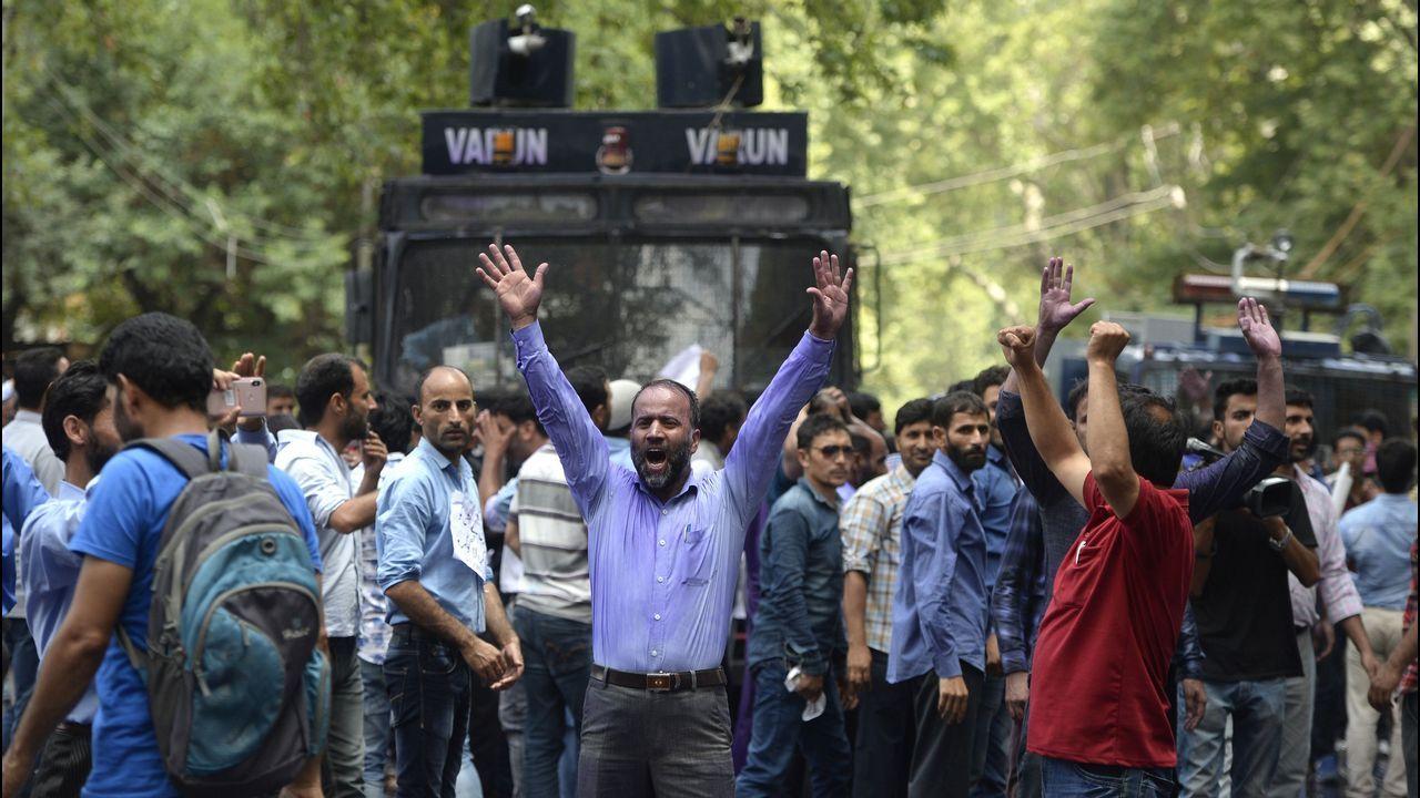 Protesta de profesores de Cachemira contra el Gobierno, en India