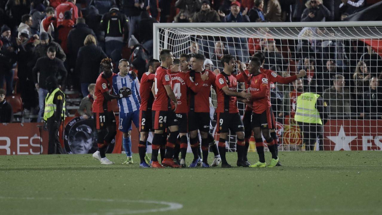 Ibra celebra uno de los tantos ante el Córdoba