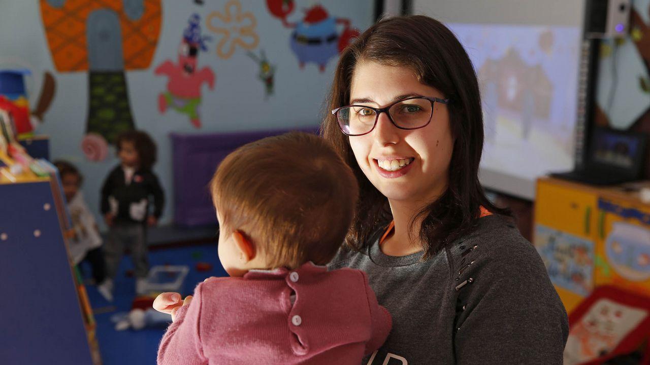 <span lang= gl >«Que futuro lle podo dar aos meus fillos?»</span>.La pequeña Lara es la única vecina nacida en el concello de Vilariño de Conso durante el 2018