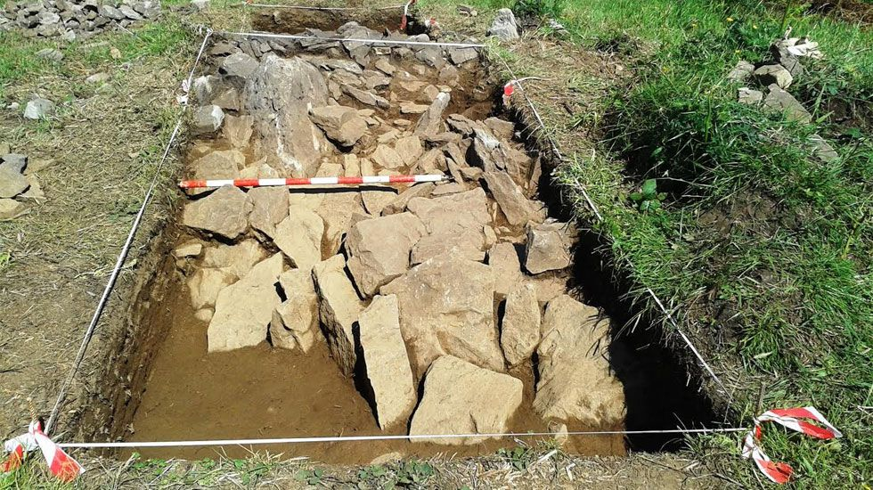 Una «joya arqueológica» del Neolítico en la campa de L'Españal.