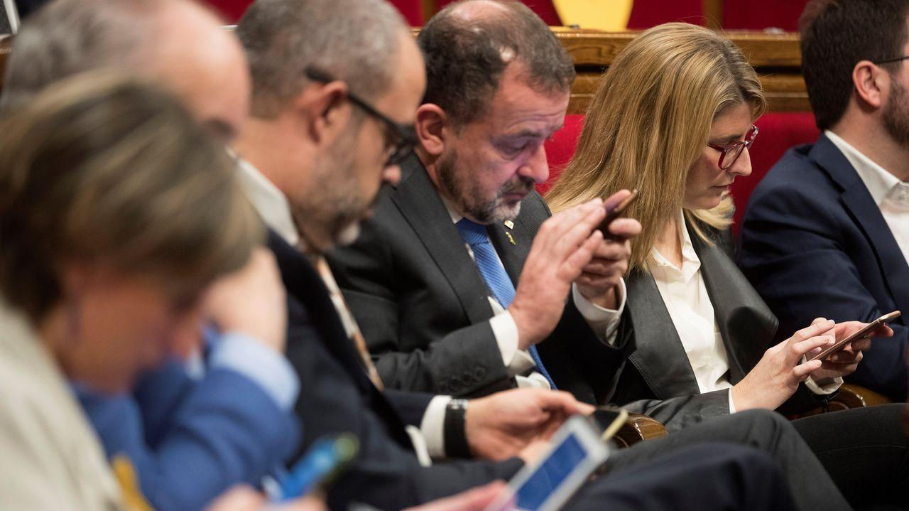 Miembros del Gobierno catalán —a la derecha en la imagen, la consejera de Presidencia, Elsa Artadi— durante la sesión de control al Ejecutivo en el Parlamento autonómico.