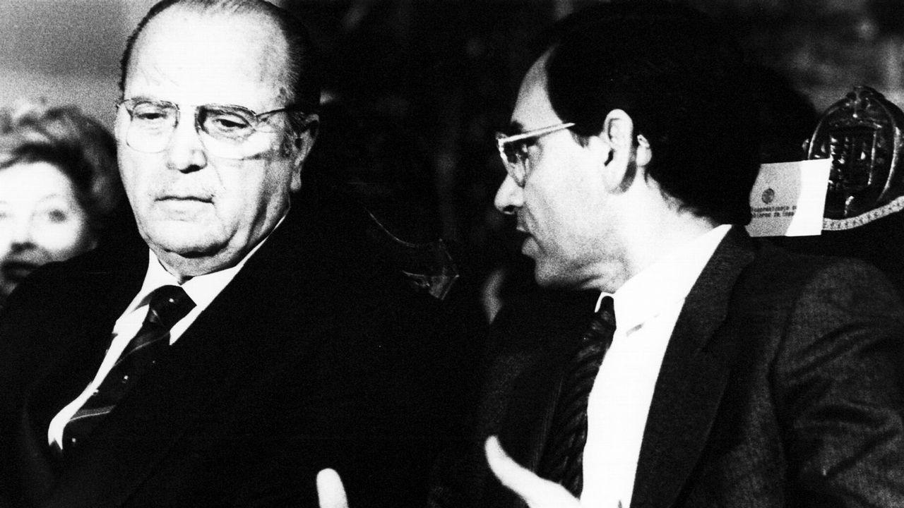 .Alfonso Guerra como vicepresidente del Gobierno posa junto a Fernández Albor como presidente de la Xunta de Galicia.