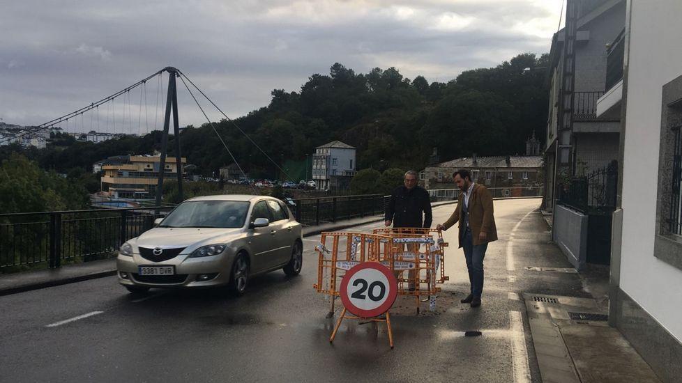Iván Ferreiro dignifica el reencuentro de Golpes Bajos.Vista del tren Alvia a su llegada a la estaciónn de Puente de los Fierros en las laderas del puerto de Pajares (Asturias)