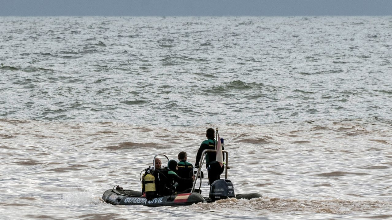 Servicios de emergencia y rescate trabajando en la zona